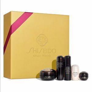 Shiseido Gift of Luxurious Eyes & Lips Collection